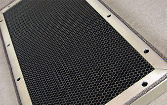 Grille de ventilation EMI Aluminium avec nid d'abeille